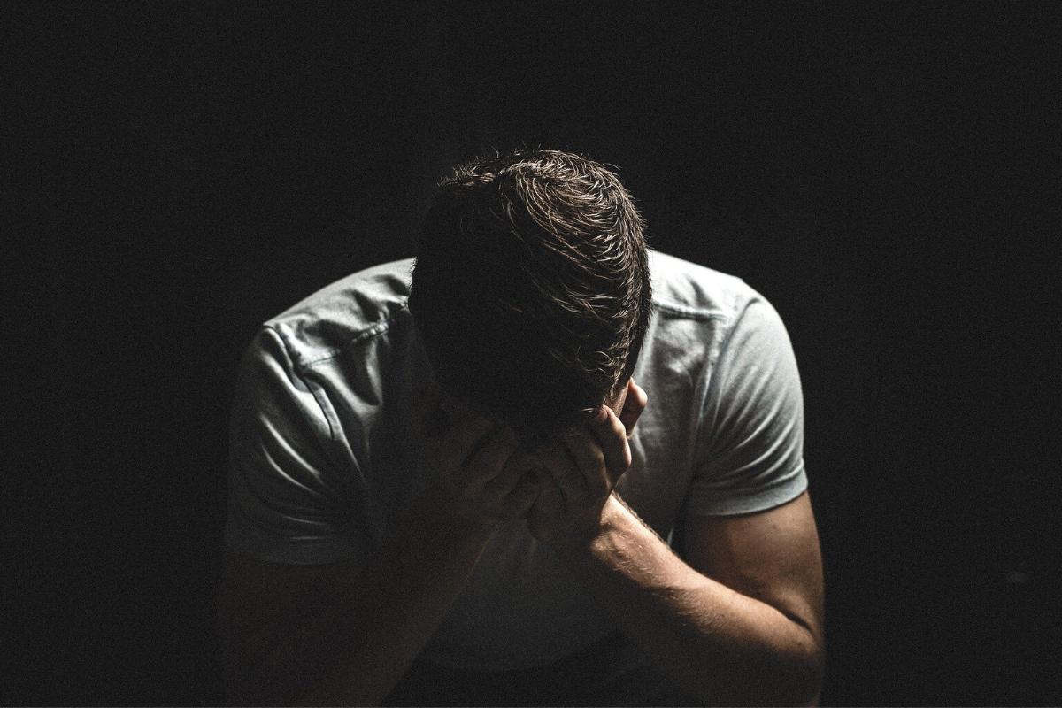 trauma - co to jest? człowiek w traumie