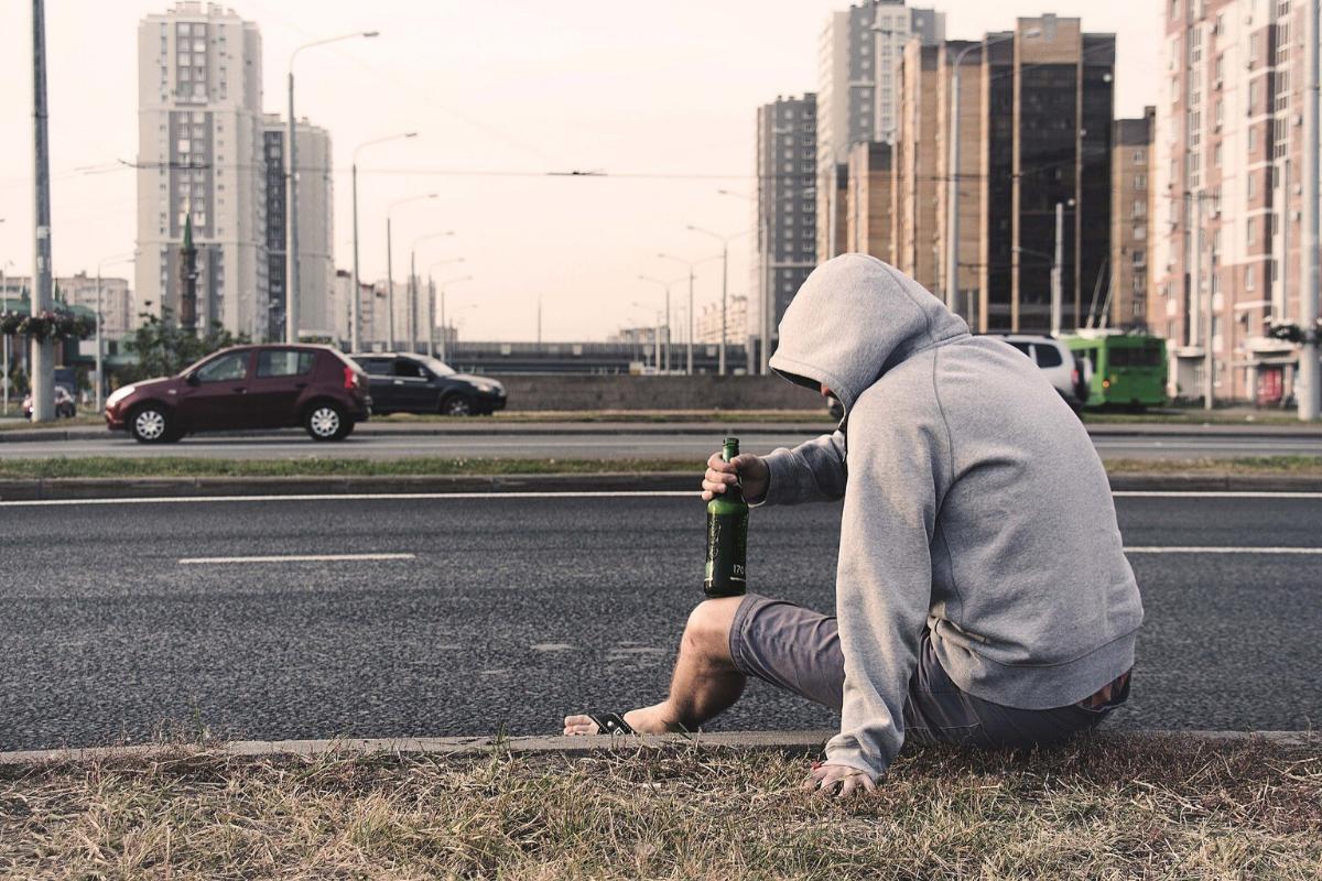 Uzależnienie od alkoholu – Objawy i leczenie