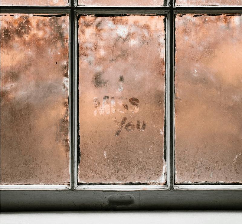 Uczucie tęsknoty – Jak sobie z nią radzić